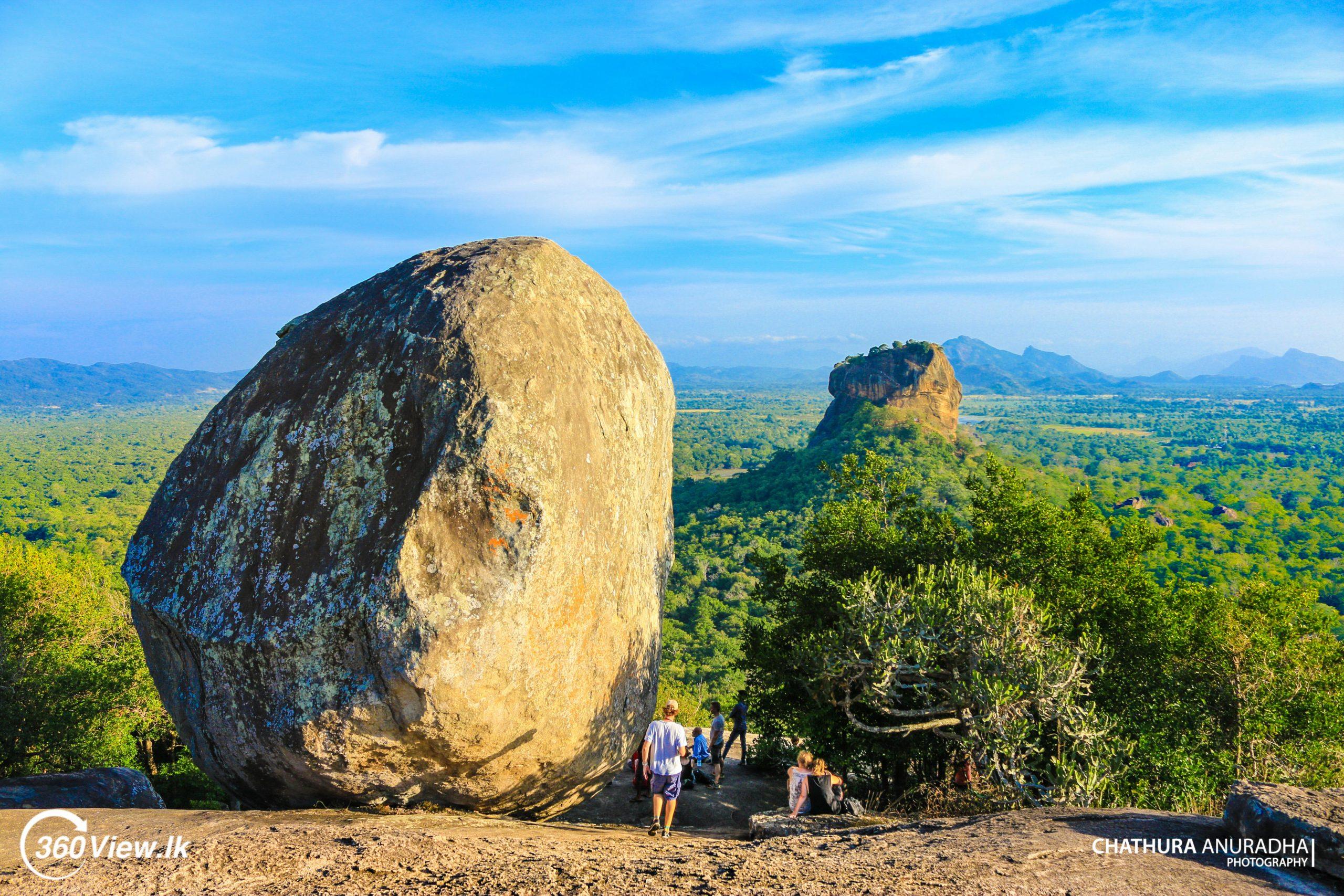 Pidurangala Rock – The Impressive World Scene